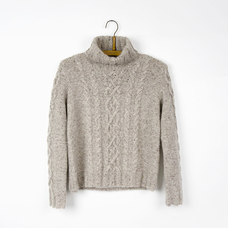 Helga Isagers Twine-sweater i lys grå